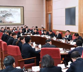 韩正:确保医保基金安全 促进制度公平可持续 不断提高人民群众医疗保障水平